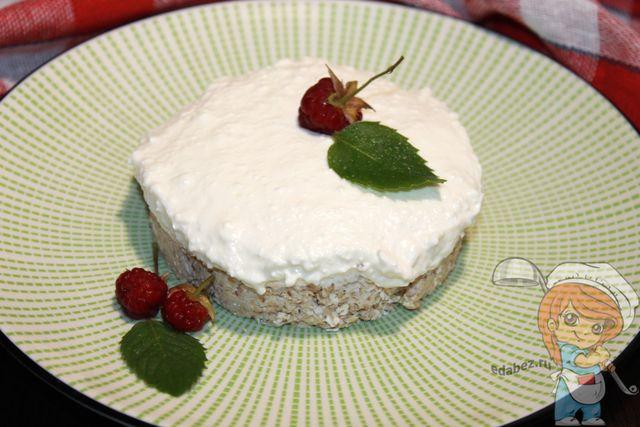 Украшаем творожное пирожное