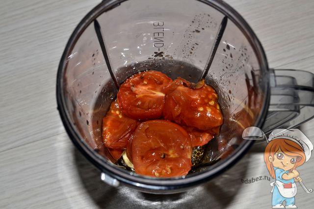 Перекладываем овощи в стакан блендера