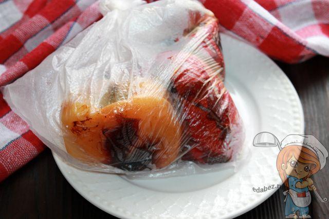 Помещаем перцы в пакет