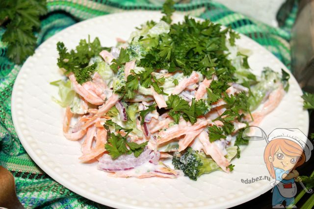 Вкусный диетический салат из брокколи