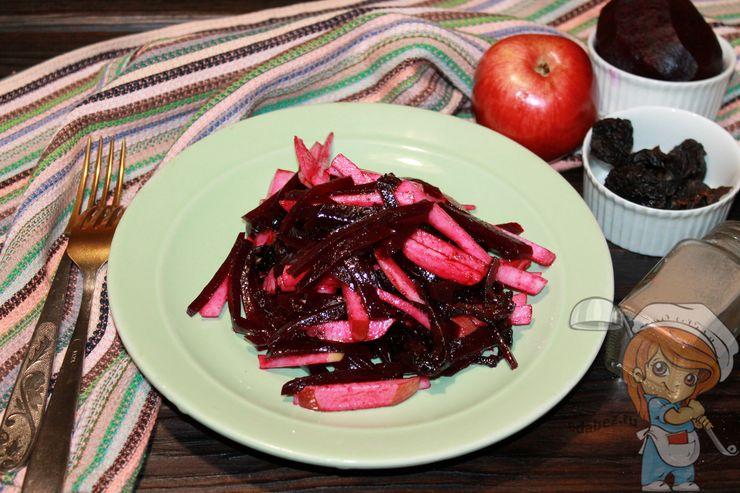 Салат фитнес со свеклой черносливом и яблоком