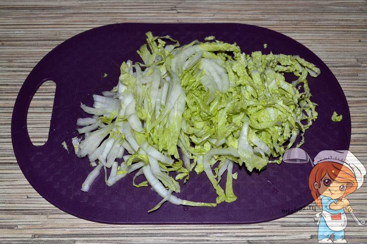 Шинкуем листья капусты