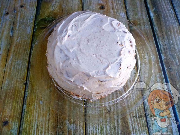 Смазываем кремом торт