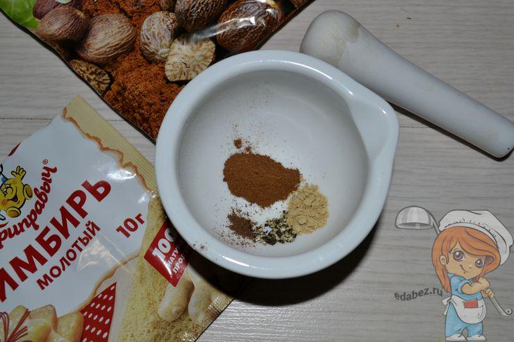 Добавляем молотый перец и имбирь