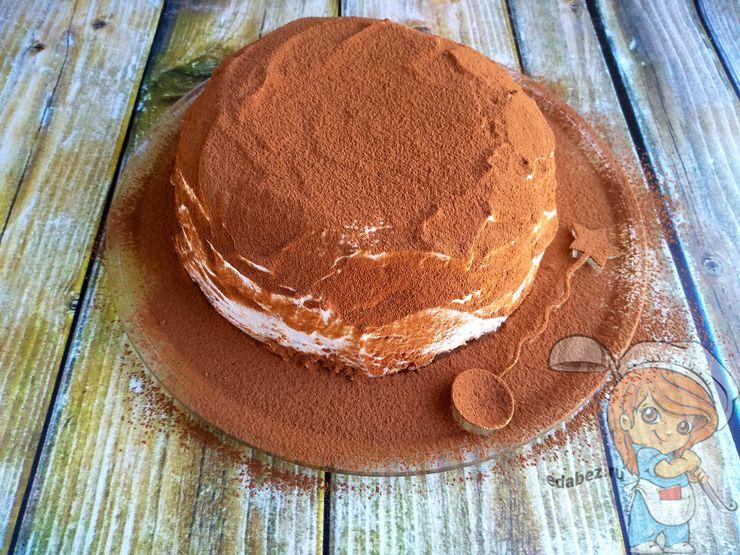 Посыпаем торт кэроб какао