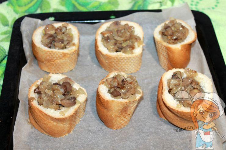 Заполняем пенечки грибами