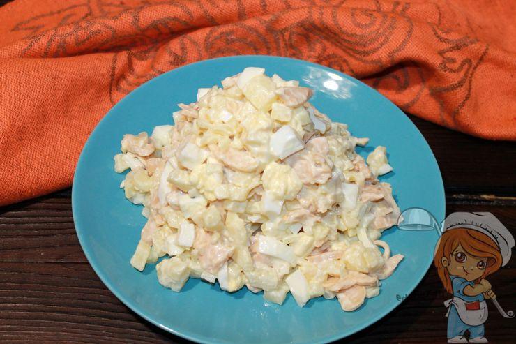 Выкладываем салат на блюдо