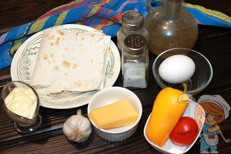 Ингредиенты для завтрака из лаваша и овощей