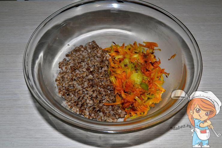 Смешиваем гречку с овощами