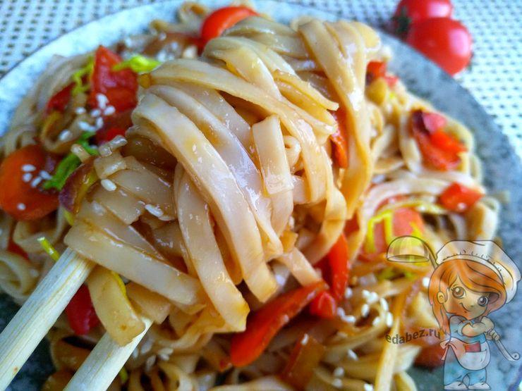 Китайская лапша, вкусный обед