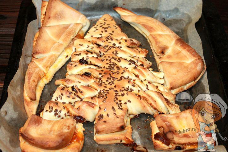 Пирог с сухофруктами в форме елочки