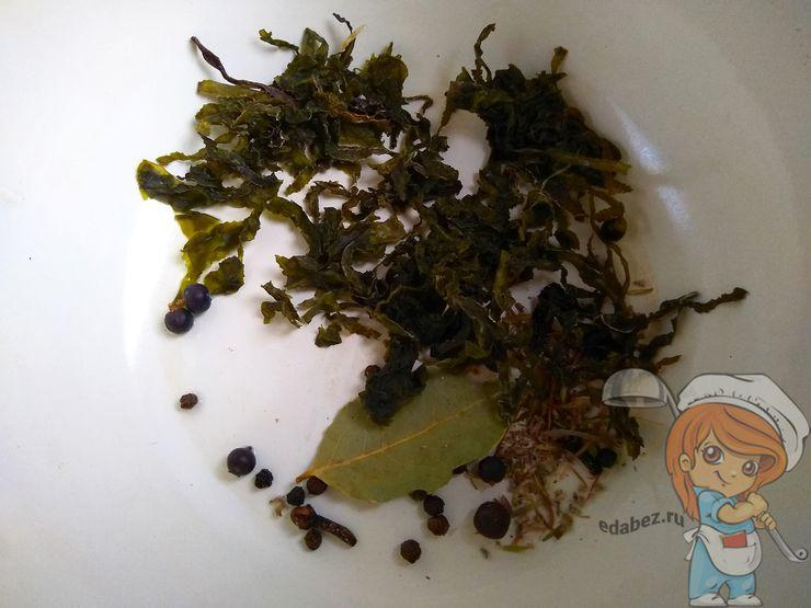 Отвариваем водоросли со специями