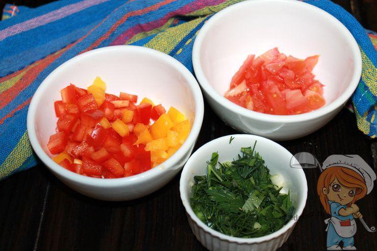 Режем овощи и рубим зелень