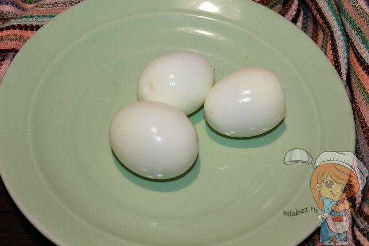 Отвариваем яйца