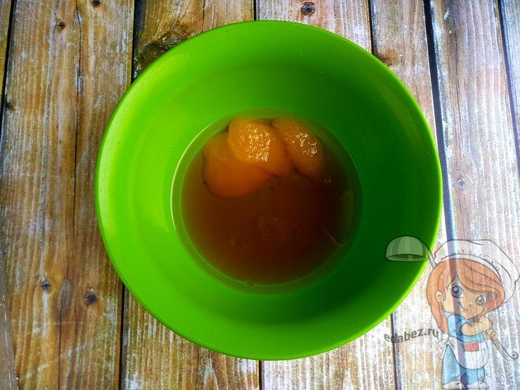 Добавляем оливковое масло, мед и сироп
