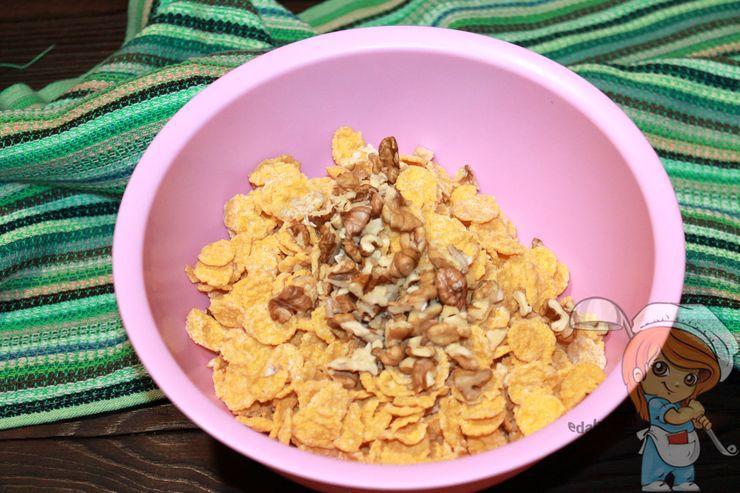 Добавляем орехи к хлопьям