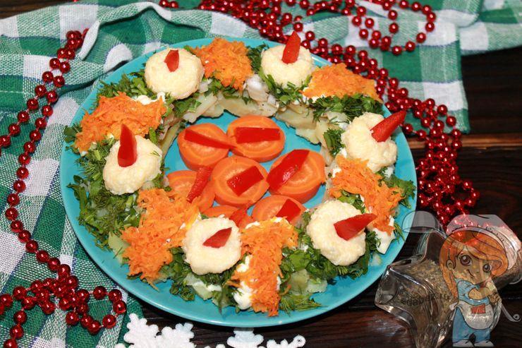 Рождественский салат Венок со свечами