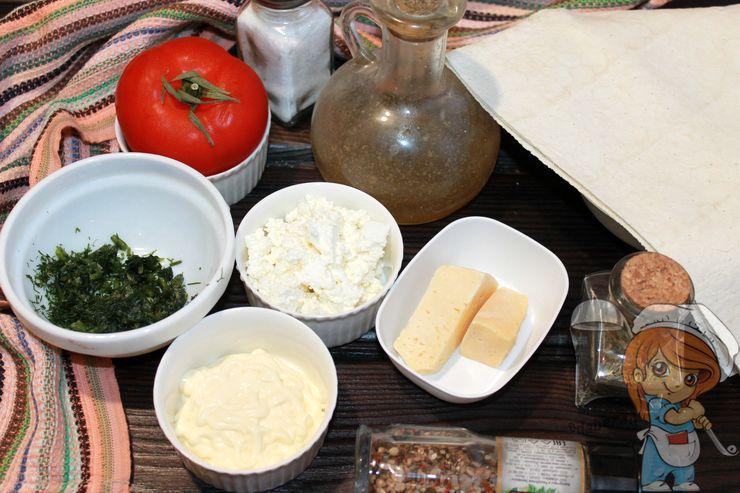 Ингредиенты для закуски из лаваша и томатов