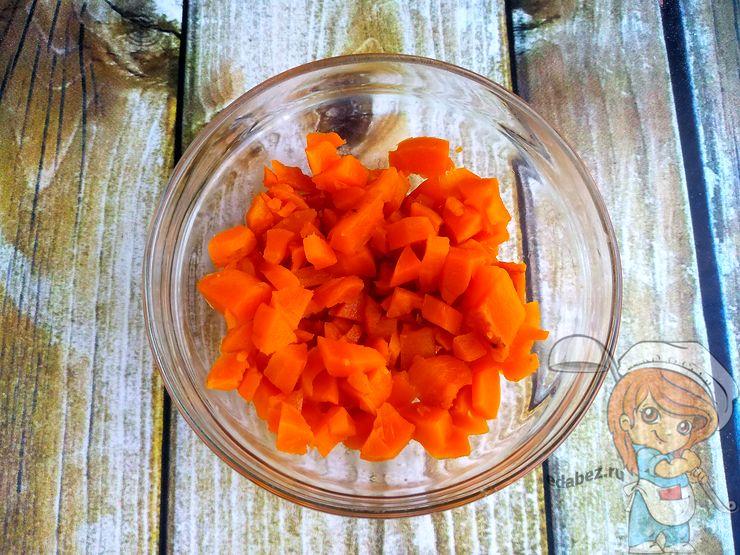 Морковь кубиками