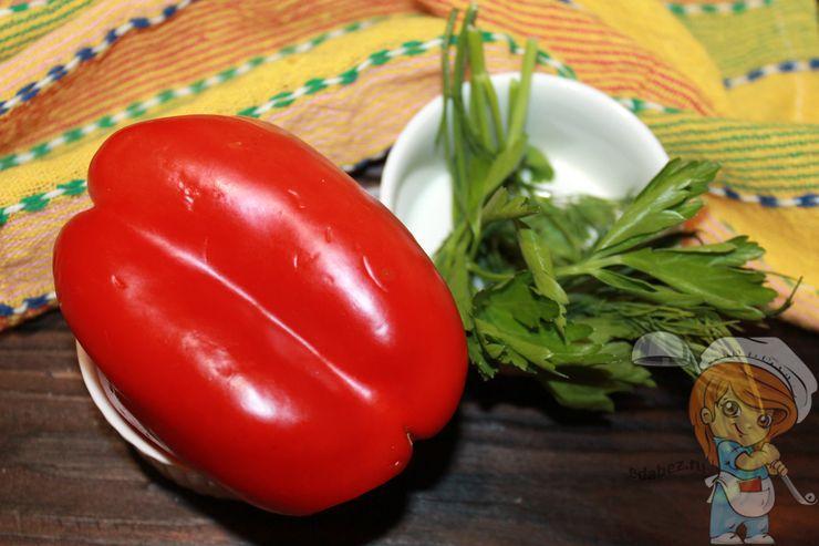 Моем зелень и перец