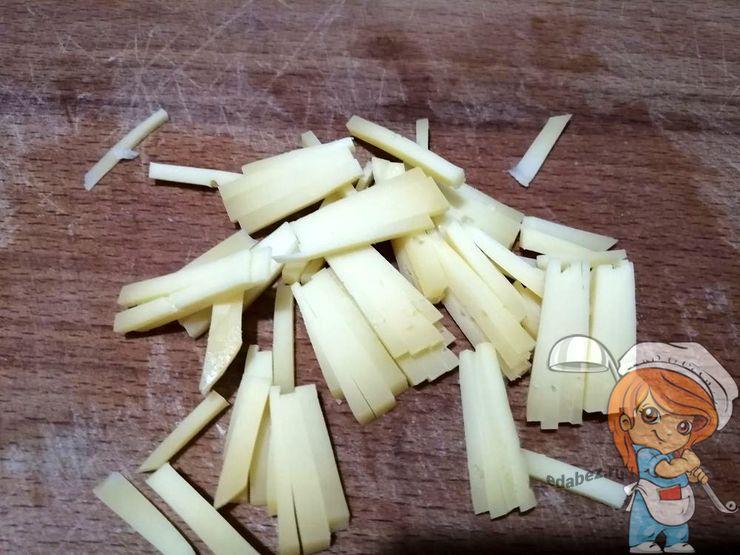 Режем сыр брусочками