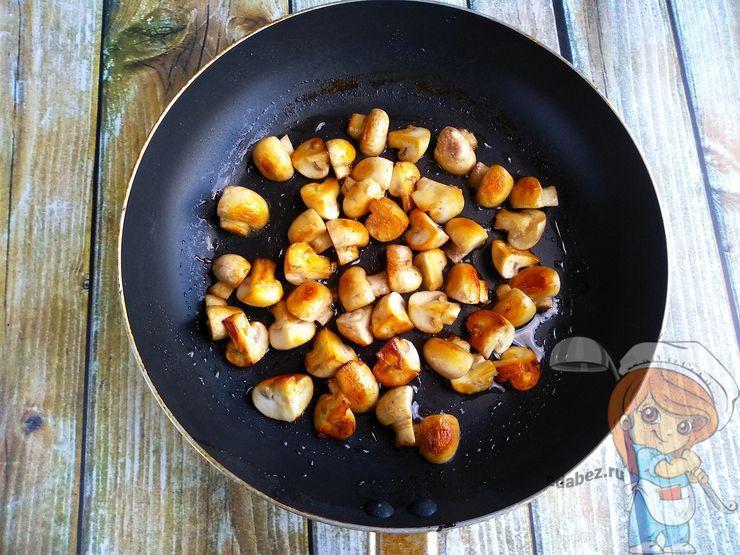Жарим грибы до зарумянивания