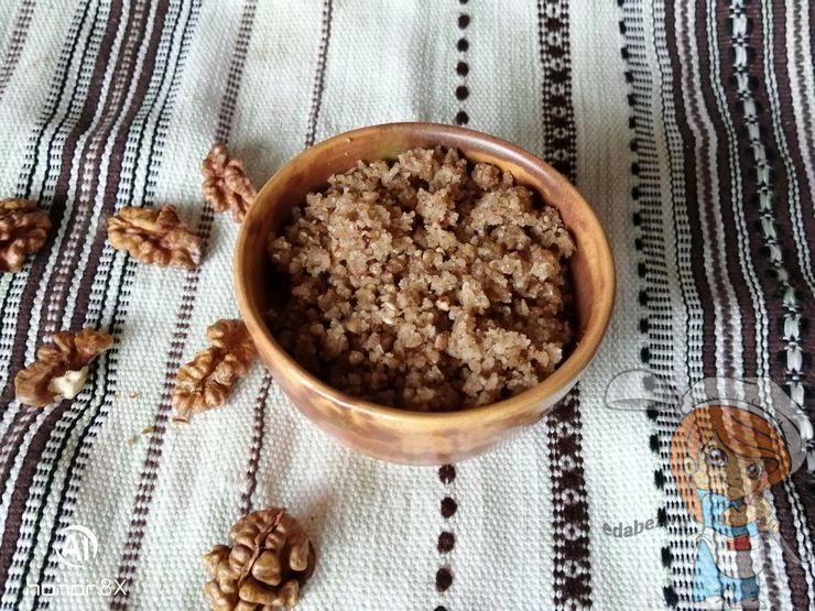 Орехово-гречневая масса с медом