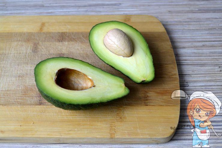 Удаляем косточку из авокадо