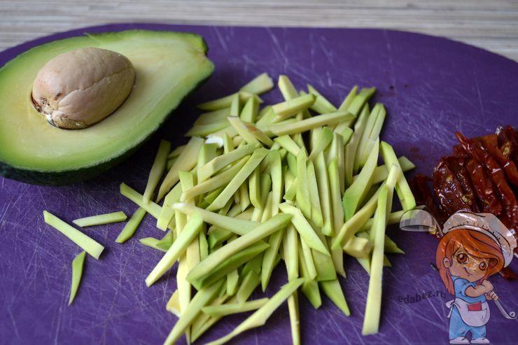 Режем авокадо соломкой