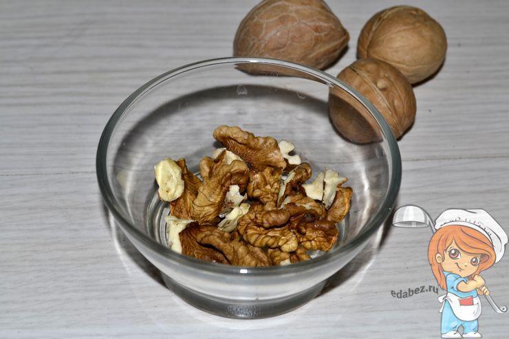 Подготавливаем орехи