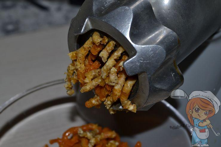 Перекручиваем орехи