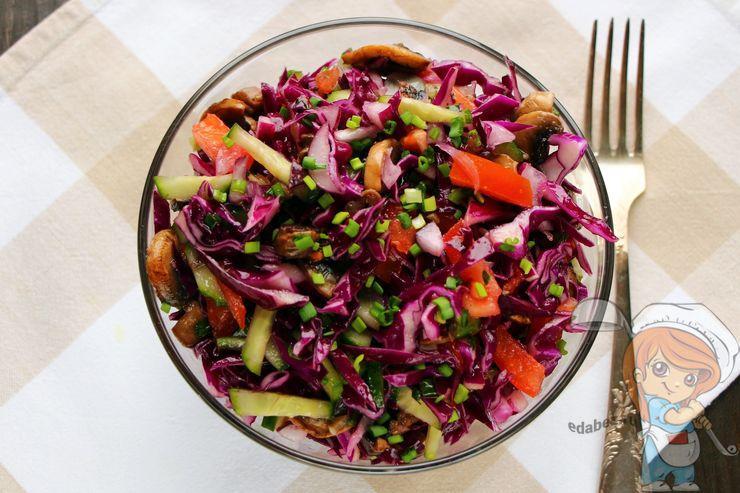 Простой и вкусный салат из синей капусту. Рецепт как сделать салат