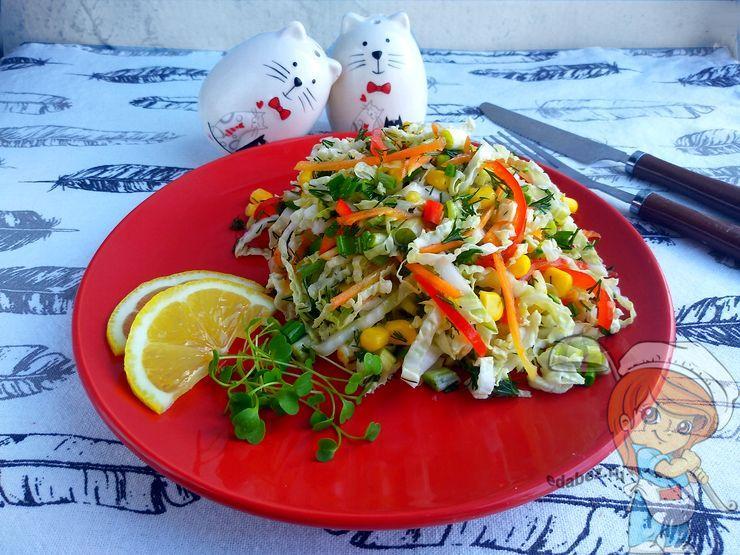 Салат весенний из капусты и овощей - рецепт с фото