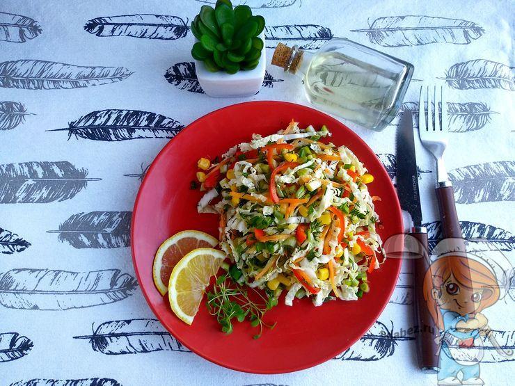 Вкусный весенний салат с капустой и овощами