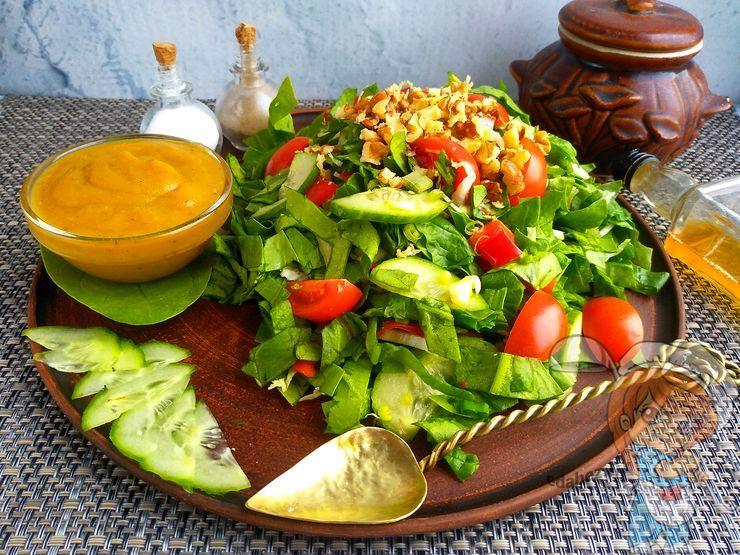 Салат из свежего шпината - рецепт с фото