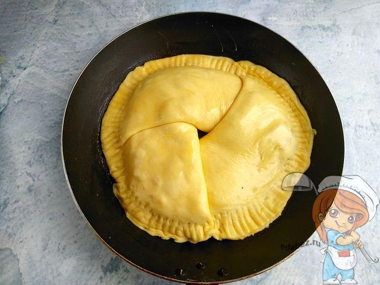 Укладываем пирог в форму