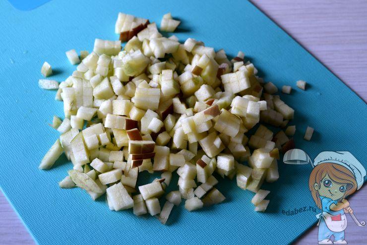 Режем яблоки кубиком