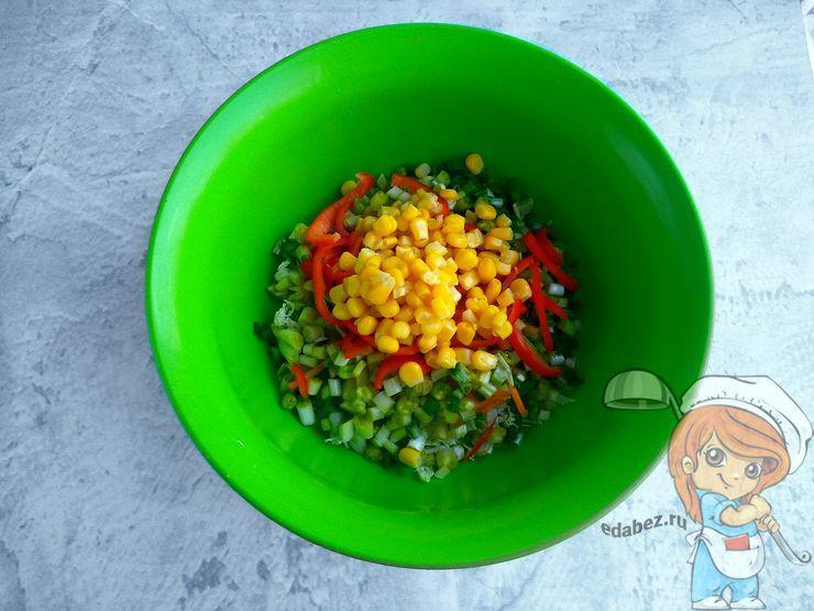 Кладем кукурузу