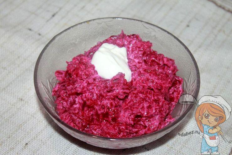 Салат со свеклой - рецепт с фото