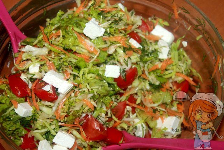 Добавляем фету в салат