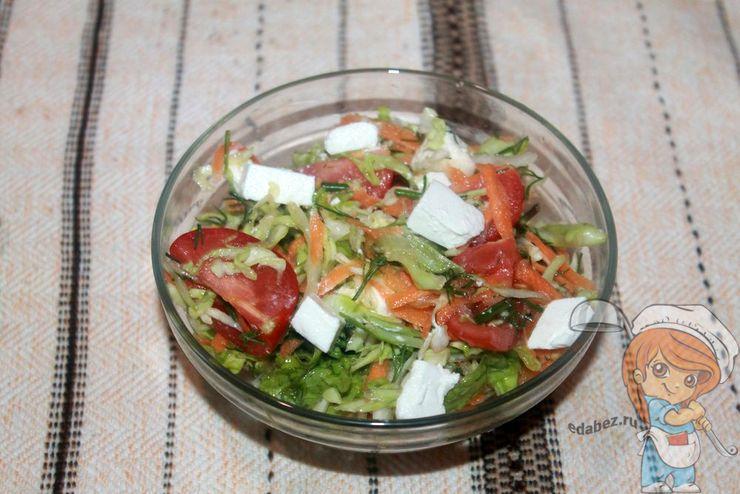 Солим и приправляем салат