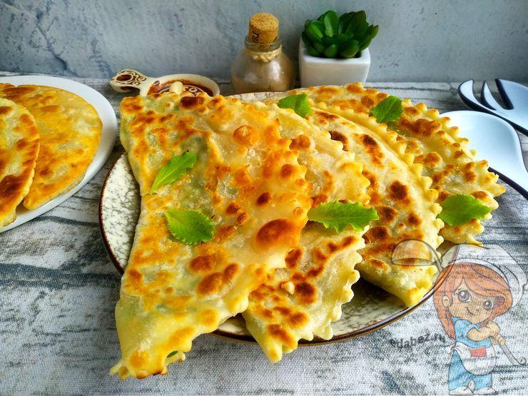 Рецепт чебуреков с зеленью и сыром