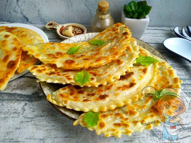 Чебуреки с зеленью и сыром тофу