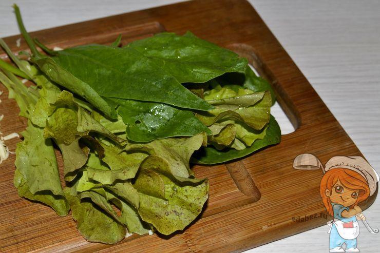 Моем листья салата