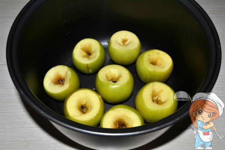Помещаем яблоки в мультиварку