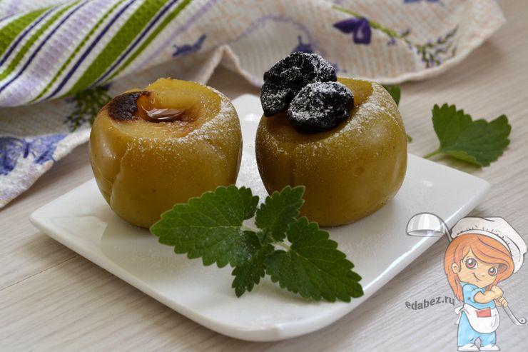 Яблоки с медом и корицей в мультиварке