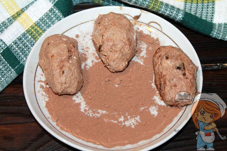 Обваливаем картошку в какао