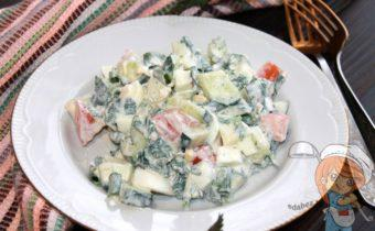 Салат из крапивы с яйцом