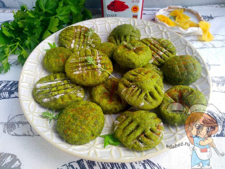 Зеленое печенье с зеленью и творогом