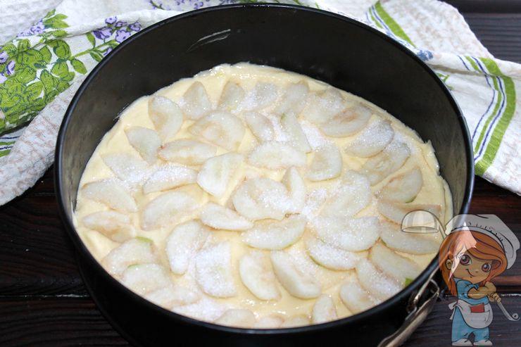 Выкладываем груши на тесто